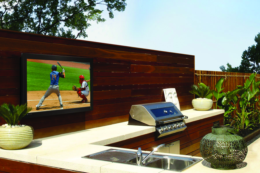 3 Reasons You Need An Outdoor TV For Outdoor Entertainment